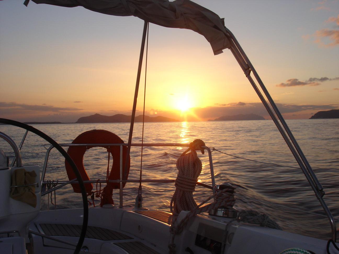 Escursioni in motonave e barca a vela hotel stresa rimini for Bagno 72 rimini