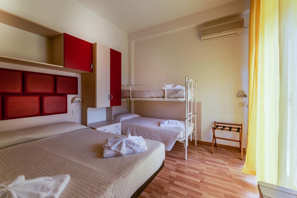 Letto A Castello A Rimini.Camera Quadrupla Hotel Stresa Rimini